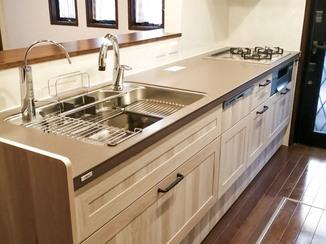 キッチンリフォーム 開放的で使い勝手の良い、明るいキッチン